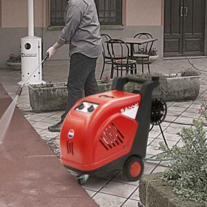 SALLY - HOT WATER HIGH PRESSURE CLEANER IN-USE