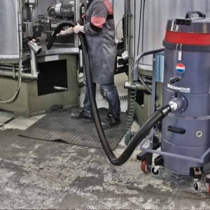 MT & MTV - HEAVY DUTY INDUSTRIAL VACUUM CLEANERS IN USE